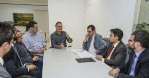 Reuniao-Procuradores-do-Municipio_foto_Alessandro-Potter001-300x218