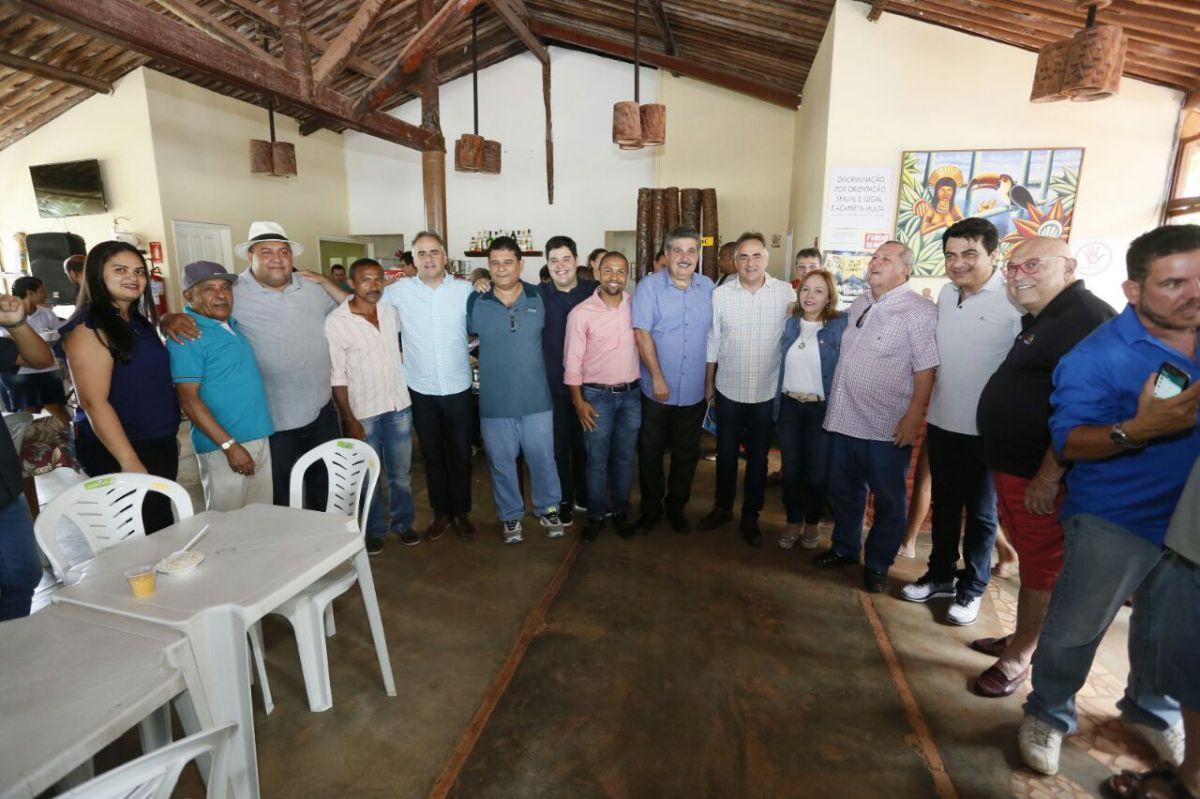 Ao lado de Eva Gouveia e Arnaldo Monteiro, Cartaxo se reúne com lideranças do Litoral Sul