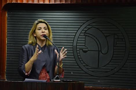 Na ALPB, deputada ataca interferência do governo na demissão de Anderson Soares