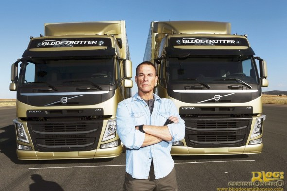 Jean-Claude Van Damme - The Epic Split - Volvo FM (2)