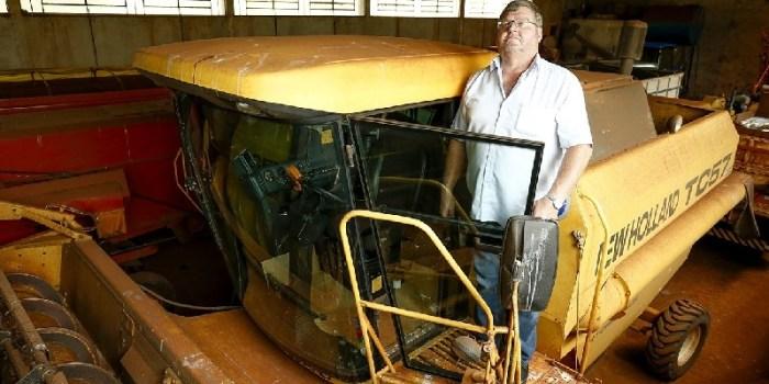 Com queda nos preços da soja, o produtor Walter Rubens Von Borstel, deToledo (Oeste do Paraná), adiou os planos de comprar nova colheitadeira e decidiu continuar com maquinário antigo