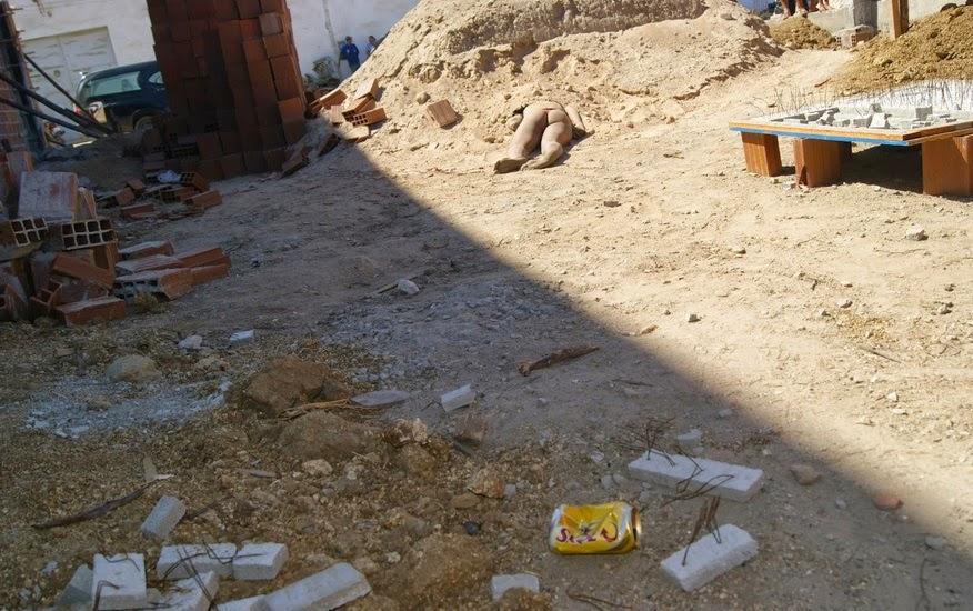 FOTOS IMAGENS FORTES -Garota de programa é assassinada em construção