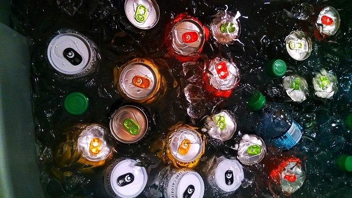 Campanhas de Carnaval incentivam a reciclagem de latas de alumínio