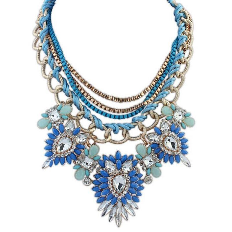 Necklaces and necklines | the rules