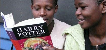 Chicos de Escasos Recursos Leyendo Harry Potter