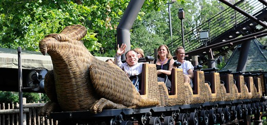 June 18, 2010-- Orlando, FL  Harry Potter films co-star Warwick Davis waves to the crowd while riding the Flight of the Hippogriff coaster during the official grand opening at the Wizarding World of Harry Potter at Universal Orlando, Friday, June 18, 2010.  (Preston Mack For The Washington Post)    Freelance Photo imported to Merlin on  Mon Jun 21 12:21:01 2010