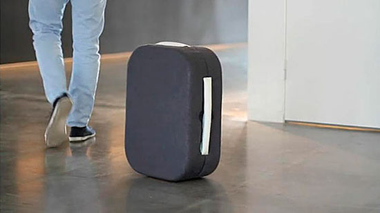 hop-suitcase-follows-you