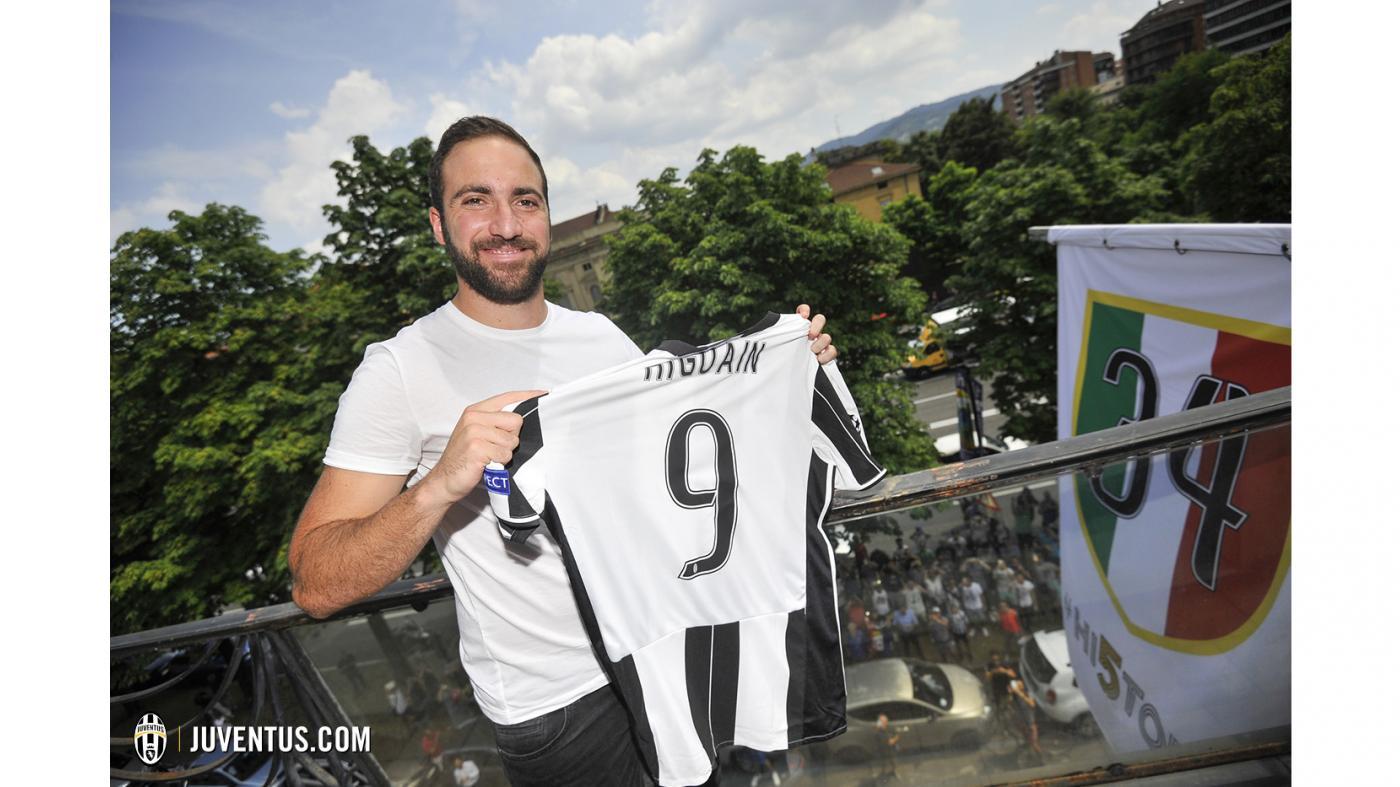 Gonzalo Higuaín: terceiro mais caro da história após acerto com a Juventus