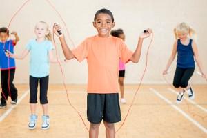 Crianças devem praticar diferentes modalidades esportivas