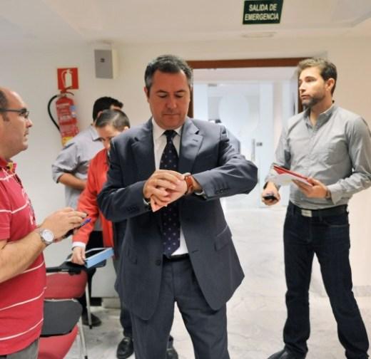 JUAN ESPADAS PRESENTA UN PAQUETE DE PROPUESTAS PARA REACTIVAR LA VIVIENDA PUBLICA Y EMVISESA