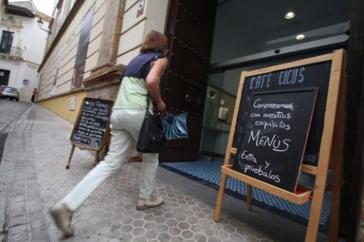 Fotos de la puerta del Cicus convertida en bar.