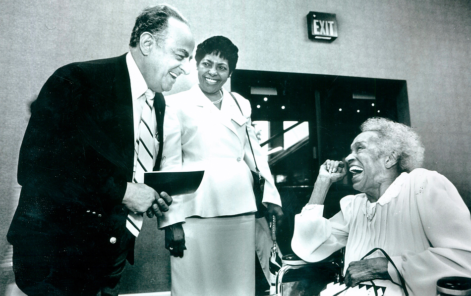 FRED ZWICKY/JOURNAL STARBack in 1990, Peoria Mayor Jim Maloof greets convention goers.