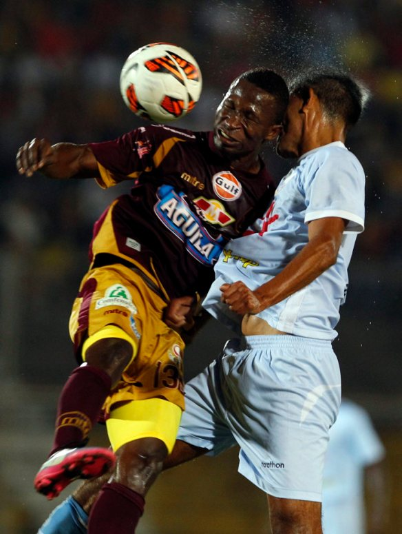 Colombia's Deportes Tolima's Mike Campaz and Peru's Real Garcilaso's Cesar Ortiz, right, go for header during a Copa Libertadores soccer match in Ibague, Colombia, Tuesday, Feb.26, 2013. (AP Photo/Fernando Vergara)