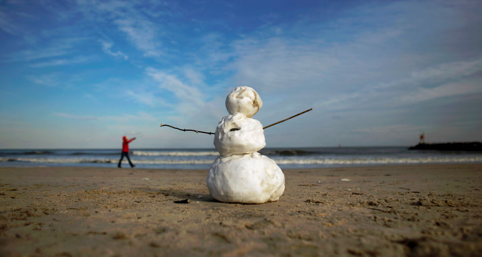 A snowman stands on the beach with temperatures around freezing near Rudee inlet in Virginia Beach, Va. on Thursday, Jan. 23, 2014. (AP Photo/The Virginian-Pilot, L. Todd Spencer)  MAGS OUT