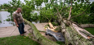 Wind storm whacks Pekin