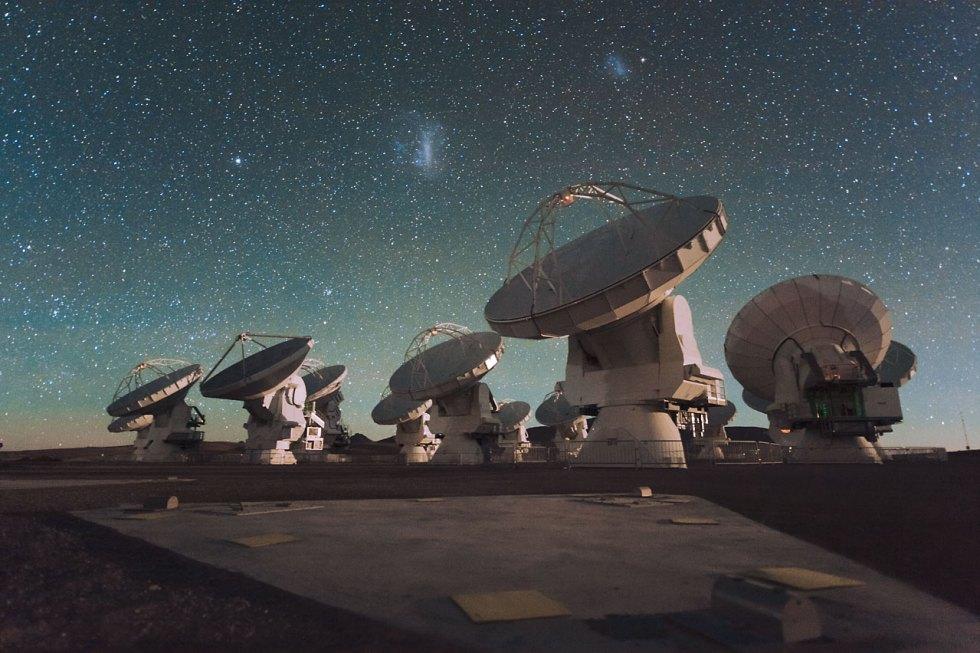 Antenas de Atacama del proyecto ALMA que permiten ver el espacio como si pudieras tocarlo con las manos.
