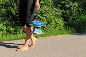 unini-correr-descalzo