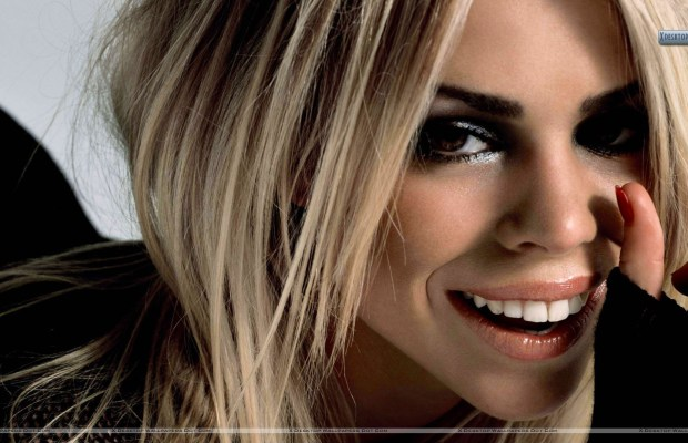 Billie-Piper-Golden-Hairs-Smiling-Face-Closeup