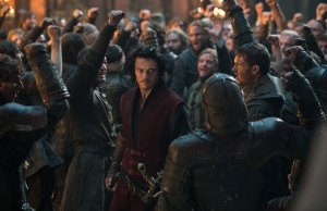 dracula-untold-luke-evans-the-great-hall