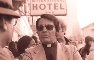 Jim_Jones_in_front_of_the_International_Hotel