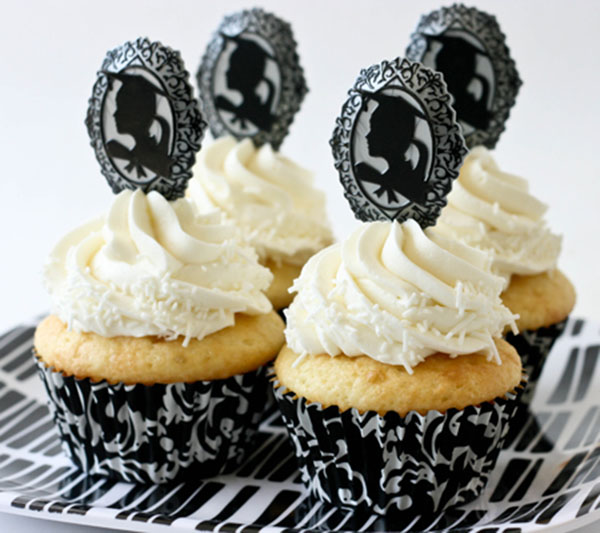 black-and-white-graduation-cupcakes