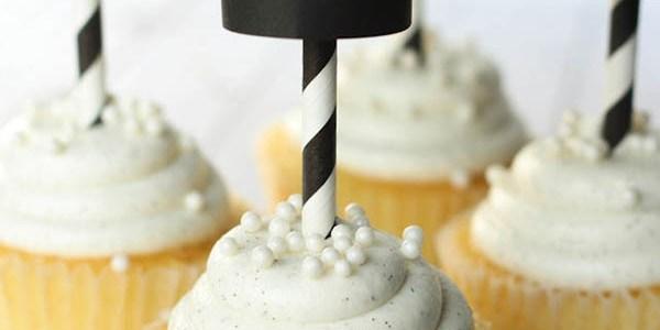Darling DIY Graduation Cap Cupcake toppers!