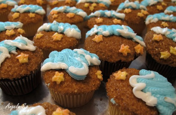 sandy beach cupcakes-perfect for a beach party