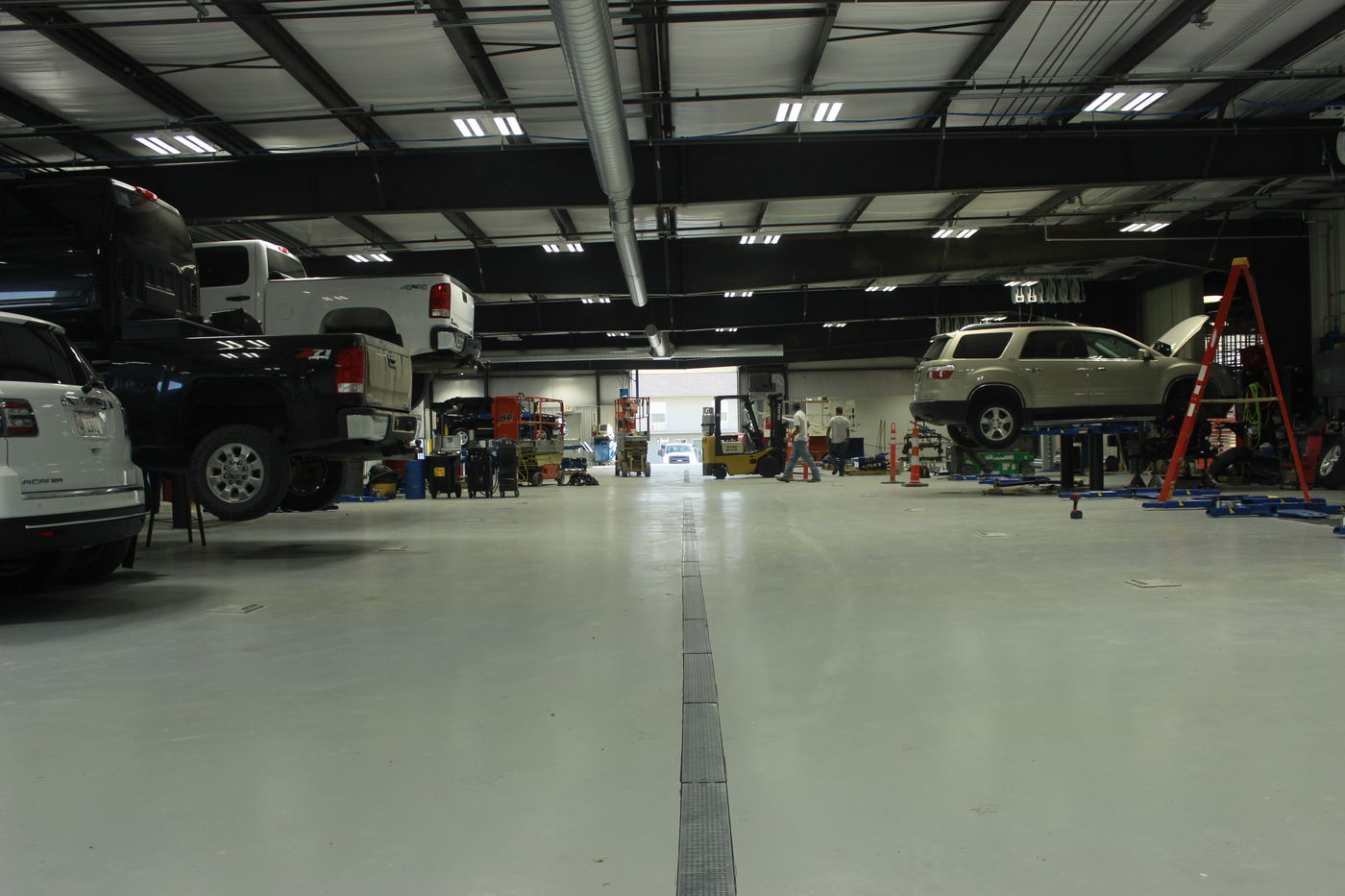 Midway s renovation revving up   Local   kearneyhub com The new service department at Midway Chevrolet Buick GMC Cadillac