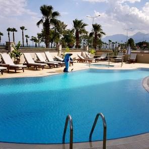 antalya yüzme havuzu konyaaltı sahilde oteller blue garden hotel (1)
