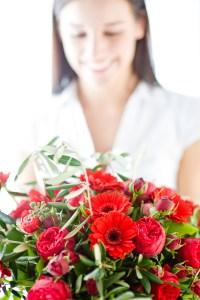 Bildunterschrift: Ob kämpferisches Rot oder selbstbewusstes Violett: Blumen als Zeichen der Verbundenheit sind am Weltfrauentag sehr beliebt.