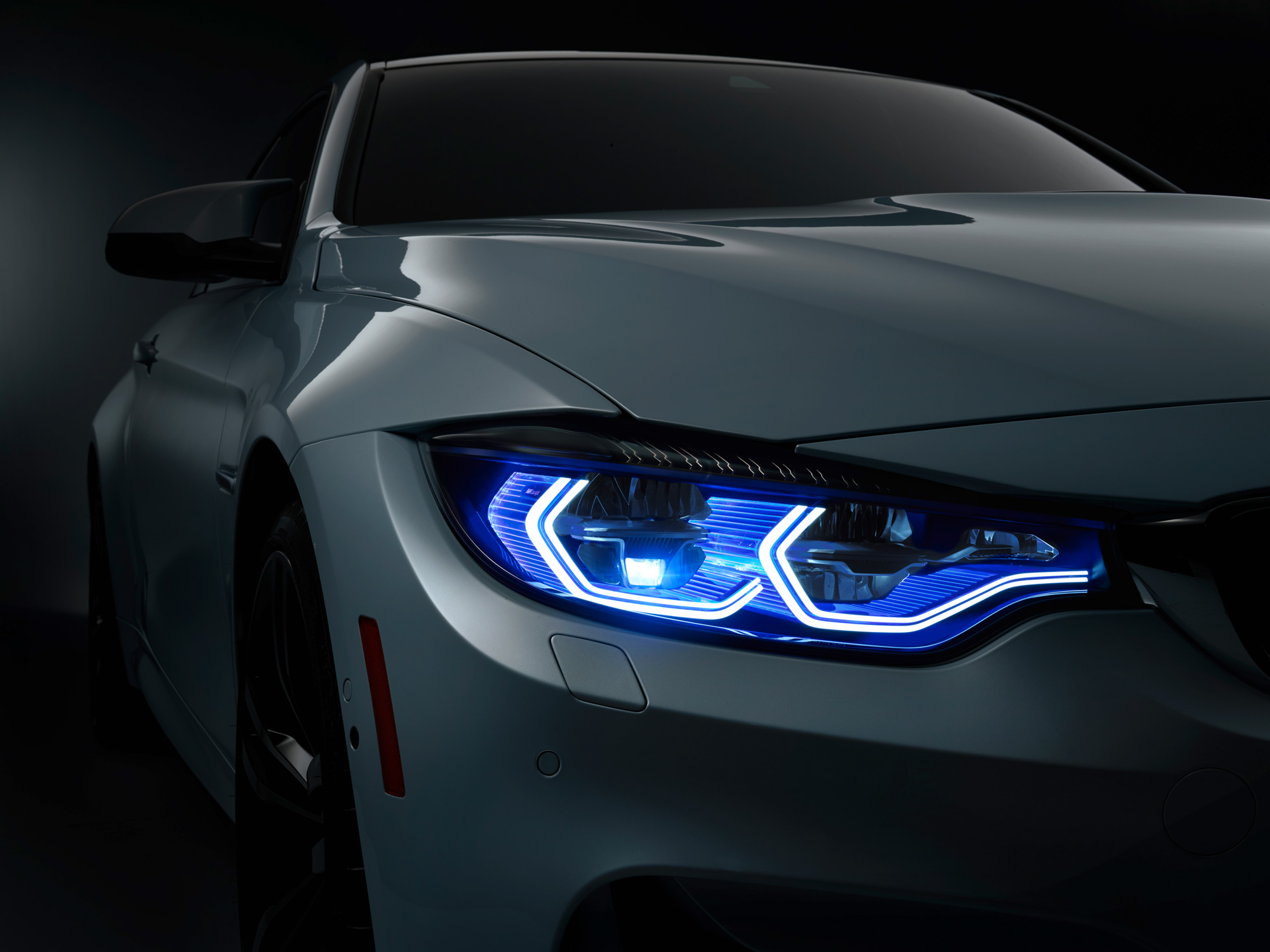 1429046499_bmw-m4-concept-iconic-lights-10