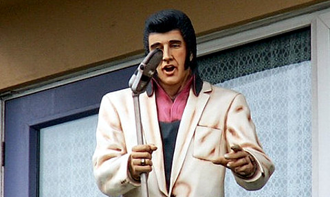 Fibreglass Elvis statue on balcony by gothman, Flickr Creative Commons.