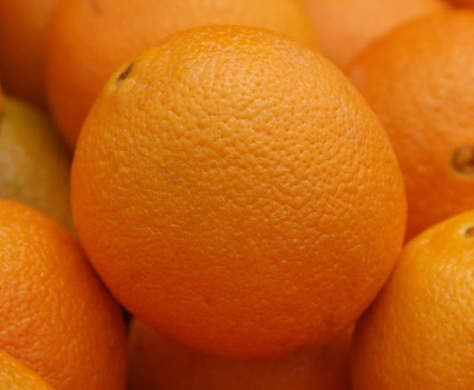 Navel oranges by www.bluewaikiki.com, from Flickr, under Creative Commons.