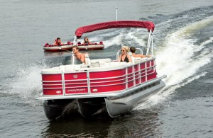 Starcraft's Stardeck SL55 comes standard with a third tube with the company's HMX Performance Strakes.
