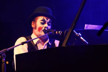 Souvenirs. Martyn Jacques, lead singer of The Tiger Lillies. Photo by Schorle.