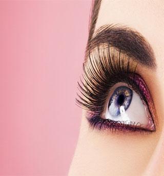 Using-Lip-Balm-thicken-eye-lashes
