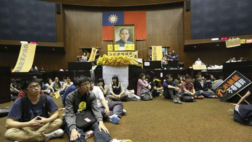 Students occupying Taiwan's legislature. Photo: Reuters/Patrick Lin .