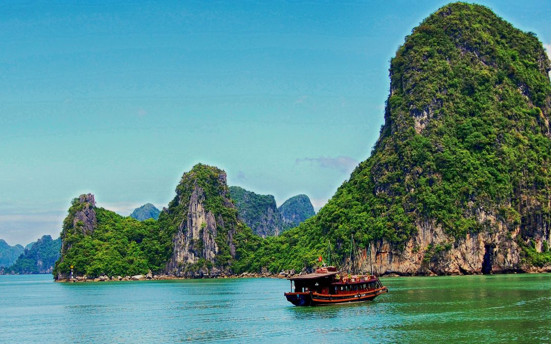 Ha Long Bay: A Breathtaking World Heritage Site in Vietnam