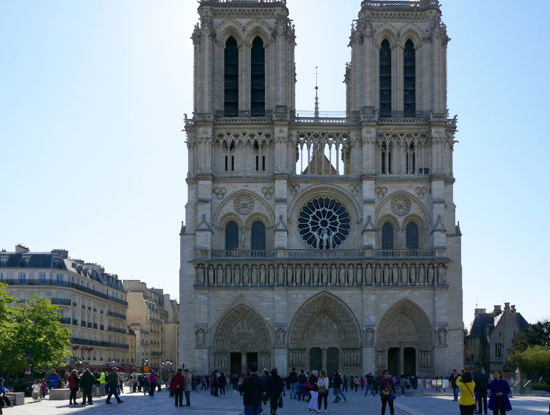 Paris sightseeing tour of Notre Dame on boomervoice.ca