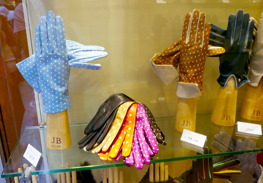Italian leather gloves in Venice
