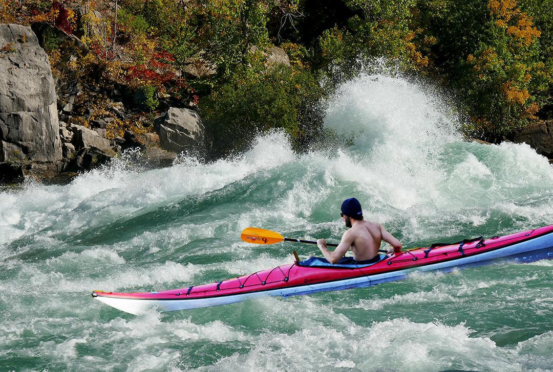 Kayaker in Class 6 rapids in Niagara Gorge