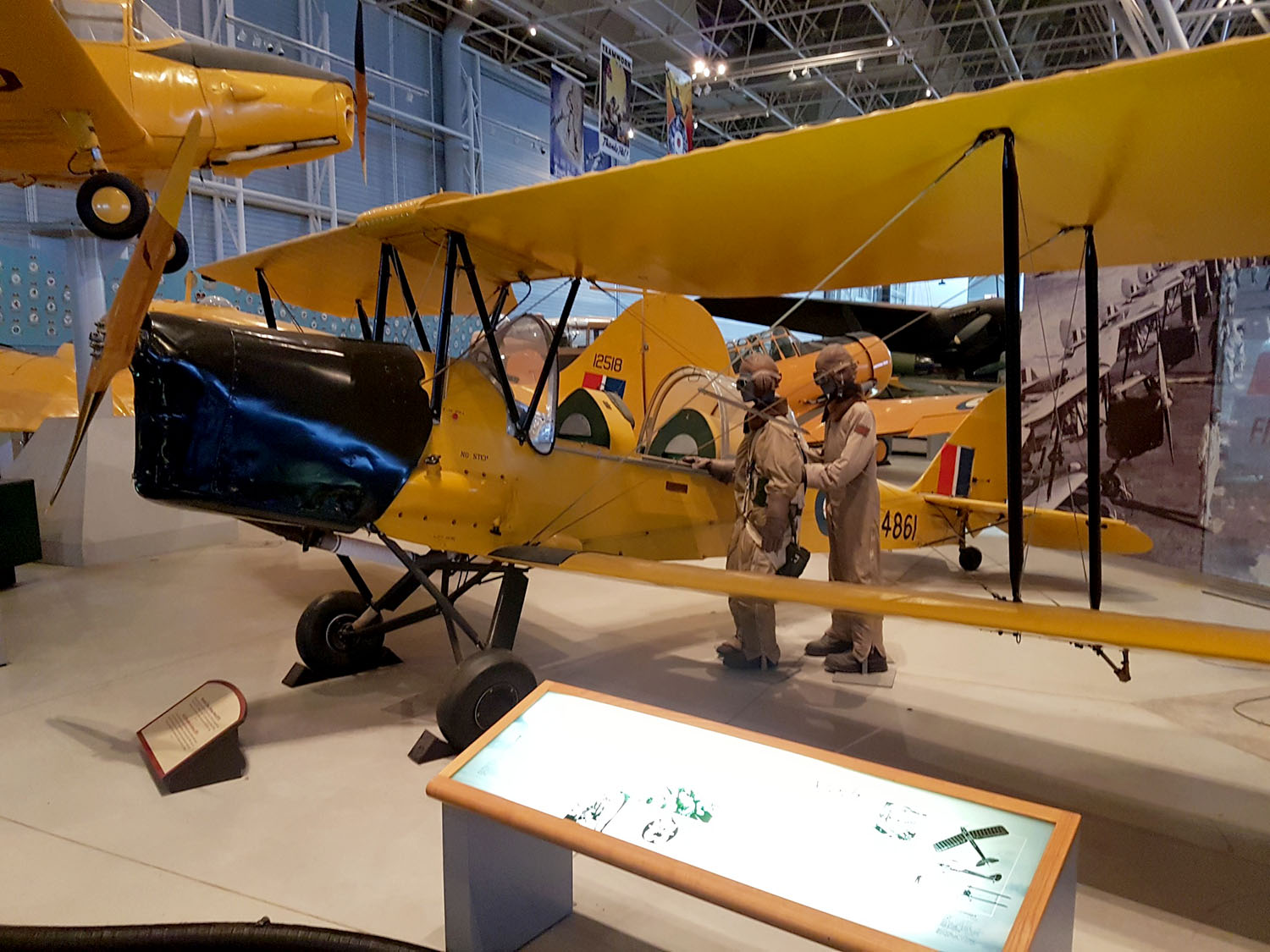Explore Canadas Aviation Contribution To World War Ii At The Canada Sakura Moth Hanger 160 Gr De Havilland Tiger