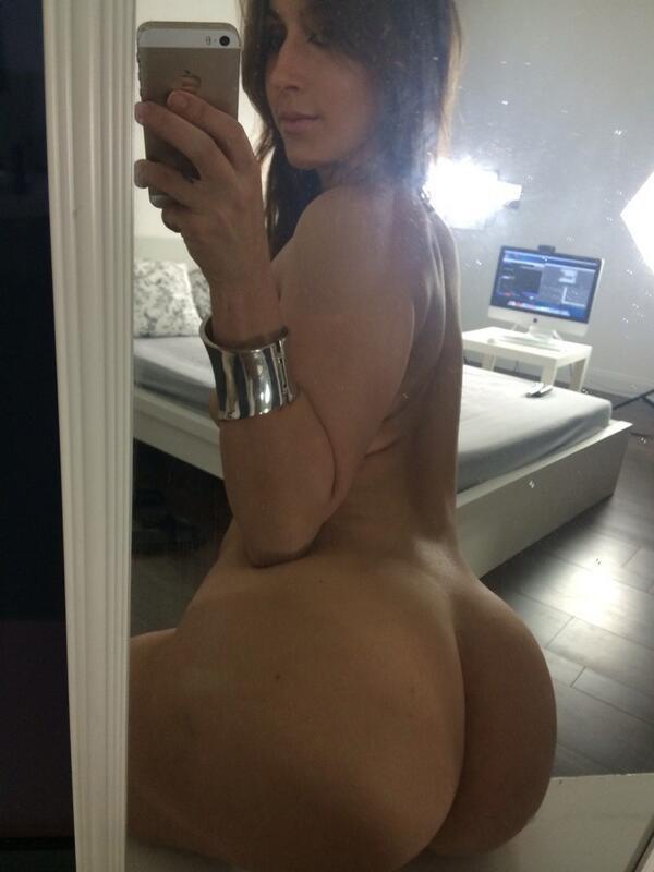 selfie big booty too