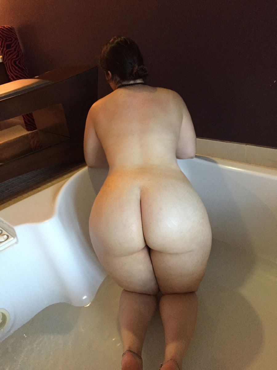 ass whooty thick milf pawg booty public