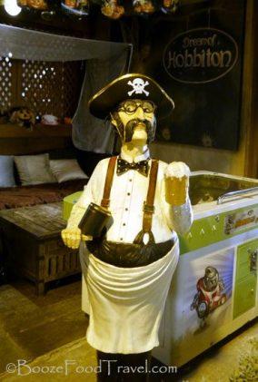 pirate-waiter