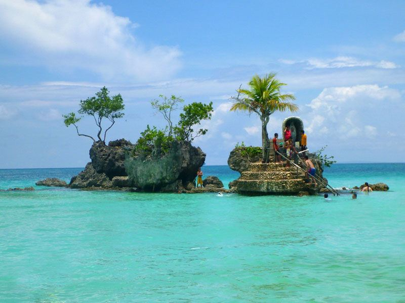 Boracay Island Shown in Pictures willys rock boracay
