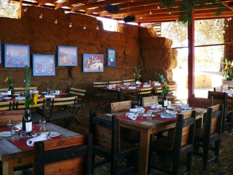 With hay bales for walls wooden lats for a roof, Deckman's En El Mogor is a popular Valle dining spot