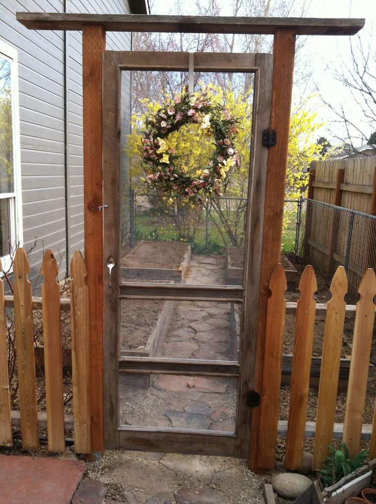 Great and simple a garden gate made from an old screen for Simple garden gate designs