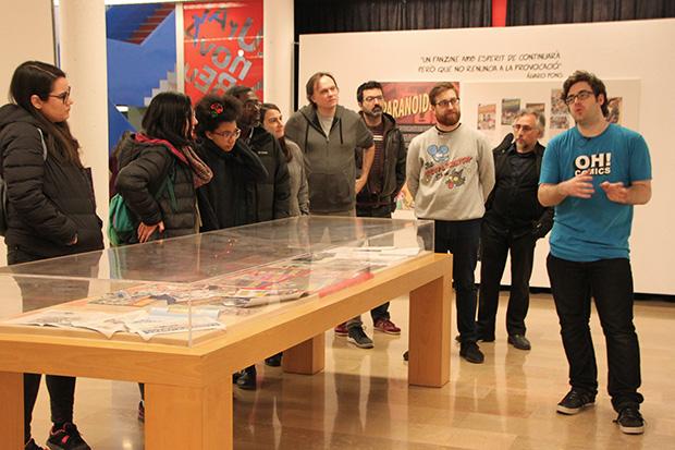 Visita guiada de la exposición dedicada a Paranoidland en la Biblioteca Ignasi Iglesias Can Fabra