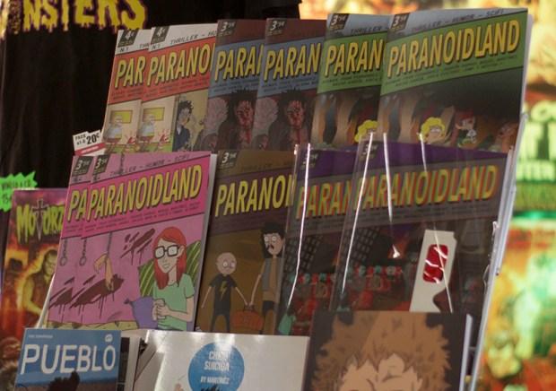 Ejemplares del fanzine Paranoidland expuestos durante el salón del cómic